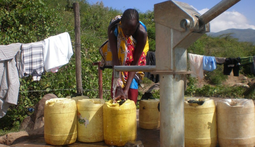 Water Project: Kenya Working in Community
